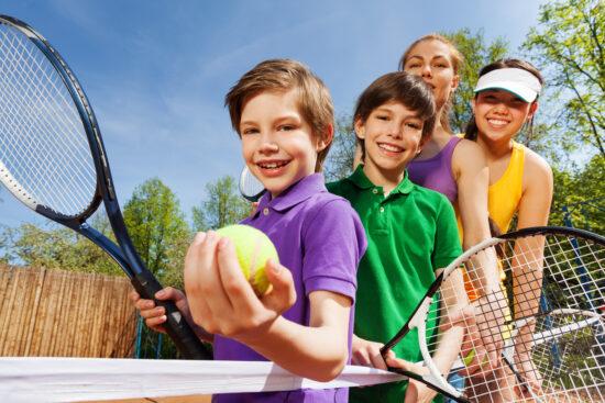 Adobe Stock Kinder Tennis